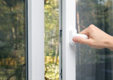 slechte ventilatie is één van de vele oorzaken van vochtproblemen in huis